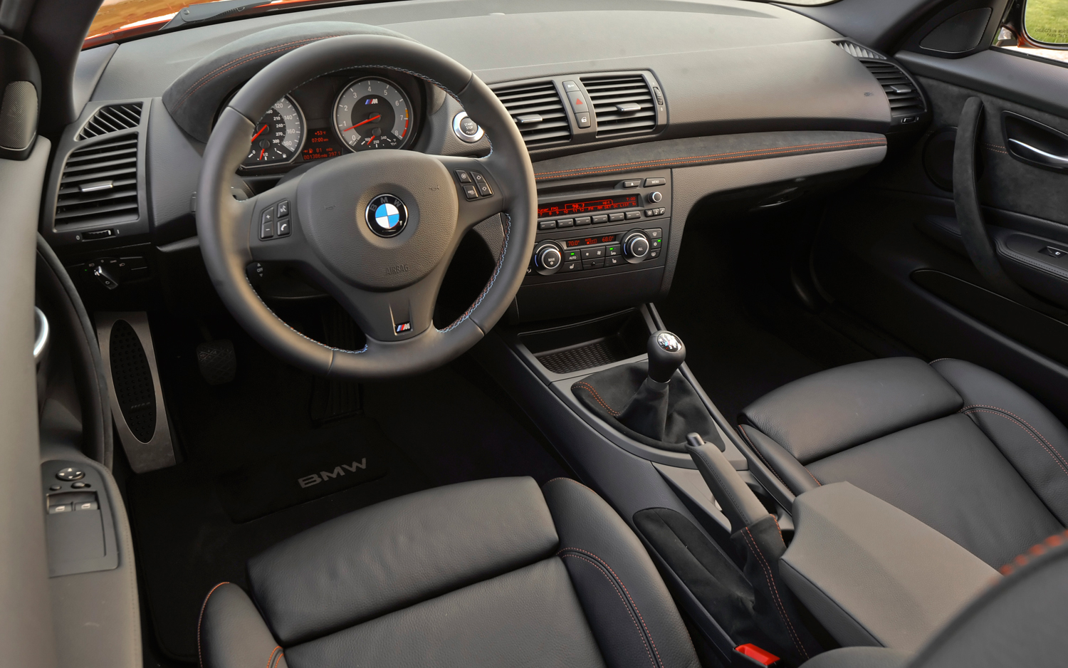 2011-BMW-1-series-M-cockpit.jpg